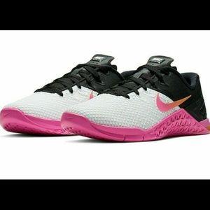 Women's Nike Metcon 4xd size 10.5 pink/white/black